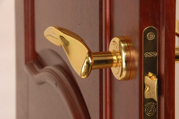 Важная роль дверной фурнитуры