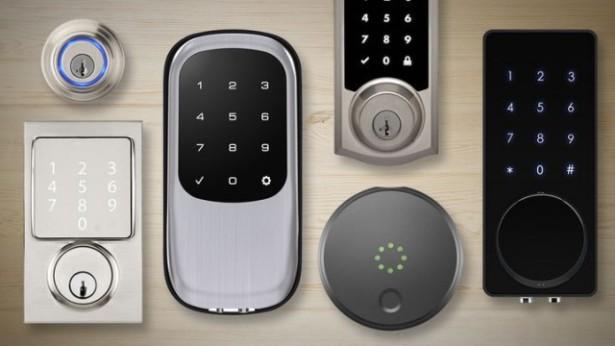 Дверной замок со встроенной мини камерой видеонаблюдения и распознаванием лиц