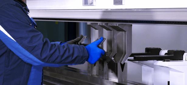 Компания СТОРОЖУК предлагает услуги по гибке различных видов листового металла по индивидуальному заказу клиента
