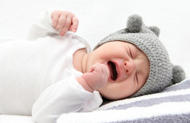Как помочь малышу справиться с коликами?